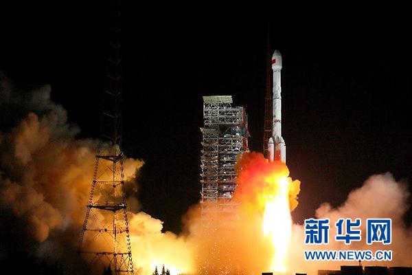 11月5日19时45分,我国在西昌卫星发射中心用长征三号乙运载火箭,成功发射两颗北斗三号全球组网卫星。 新华社发(杨志远 摄)