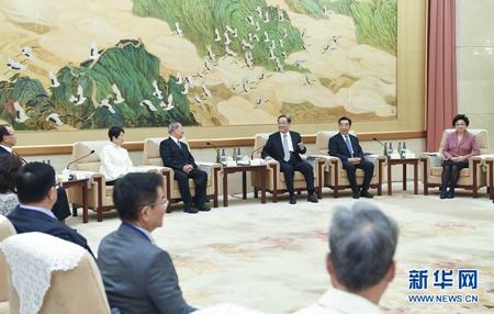 11月7日,全国政协主席俞正声在北京会见饶颖奇率领的台湾民意代表交流参访团。新华社记者张领摄