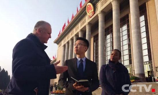 英语频道北京总部、北美和非洲分台记者同框报道