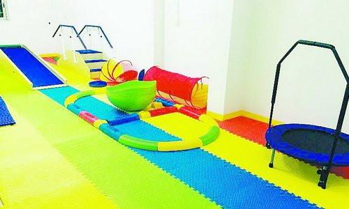 儿童康复中心设备先进、环境温馨