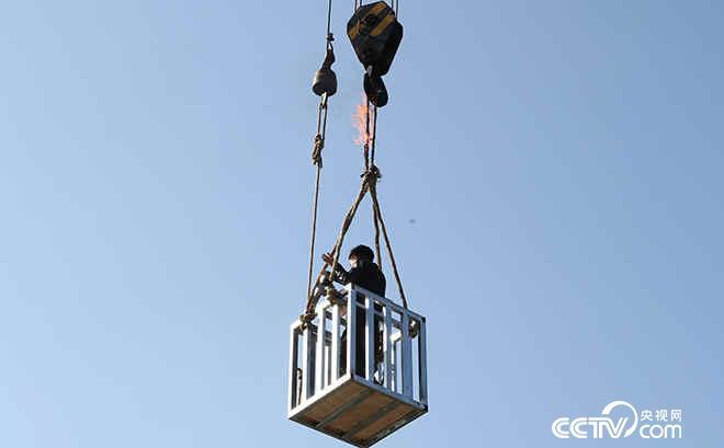 铁笼逃脱是否能够成功?
