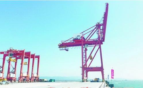 """厦门港务控股集团首个""""走出去""""项目——潮州港扩建货运码头项目计划明年上半年投用。"""