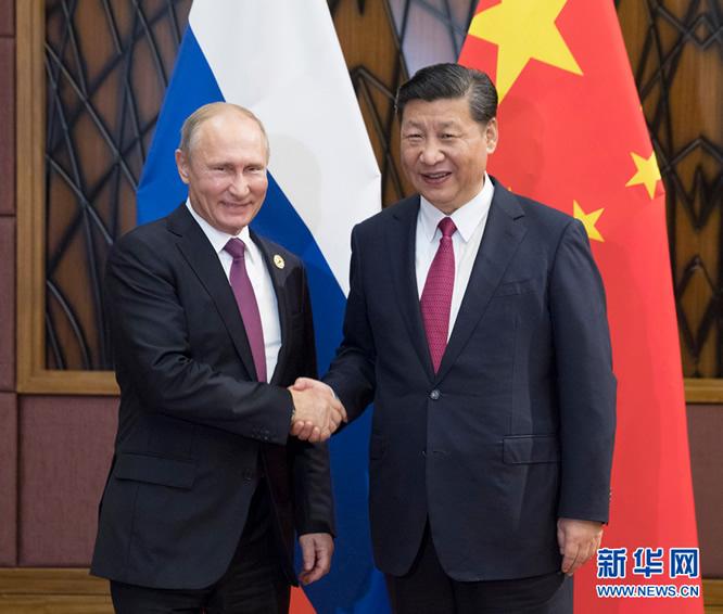 11月10日,国家主席习近平在越南岘港会见俄罗斯总统普京。新华社记者 兰红光 摄