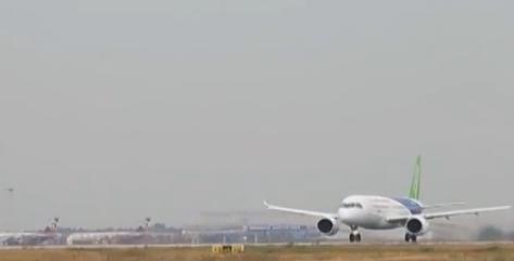 c919的首架机从上海浦东机场4号跑道起飞