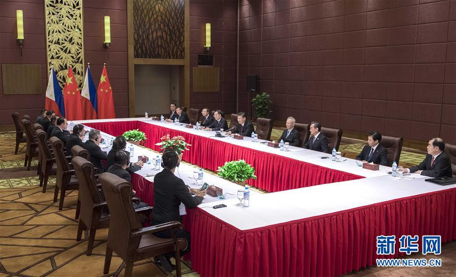 11月11日,国家主席习近平在越南岘港会见菲律宾总统杜特尔特.