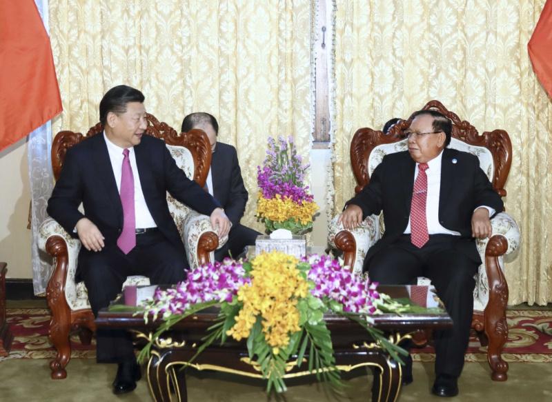 11月13日,中共中央总书记、国家主席习近平在万象国家主席府同老挝人民革命党中央委员会总书记、国家主席本扬举行会谈。