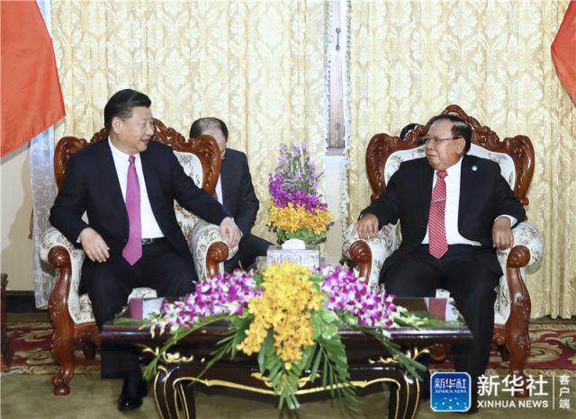 11月13日,中共中央总书记、国家主席习近平在万象国家主席府同老挝人民革命党中央委员会总书记、国家主席本扬举行会谈。新华社记者 兰红光 摄