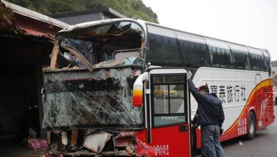 2017年3月6日,台湾一辆载有大陆旅游团的游览车在新北市万里区撞到民宅。