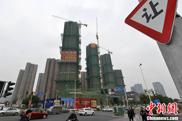 1月10日,福州一处商品房在建中。 中新社记者 吕明 摄