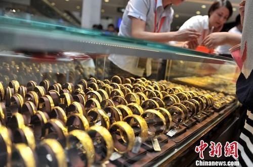 资料图:黄金饰品。中新社记者 吕明 摄