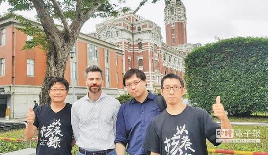 """""""气候先锋者联盟""""成员,左起黄其君、沙伦博格、黄士修、杨家法。(图片来源:台湾《中国时报》)"""