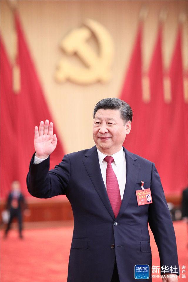 ↑2017年10月25日下午,习近平等领导同志在北京人民大会堂亲切会见出席党的十九大代表、特邀代表和列席人员。
