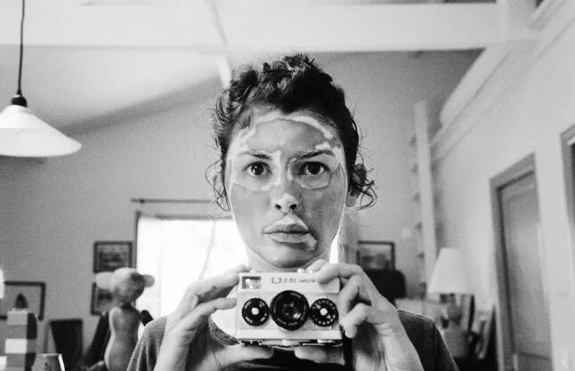 奥黛丽·塔图的《表面》展览作品之一。(艺术家提供)