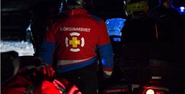 一辆载有台湾旅客的巴士在冰岛东北部与扫雪车相撞, 6人受伤1人伤势严重。(图片取自台媒)
