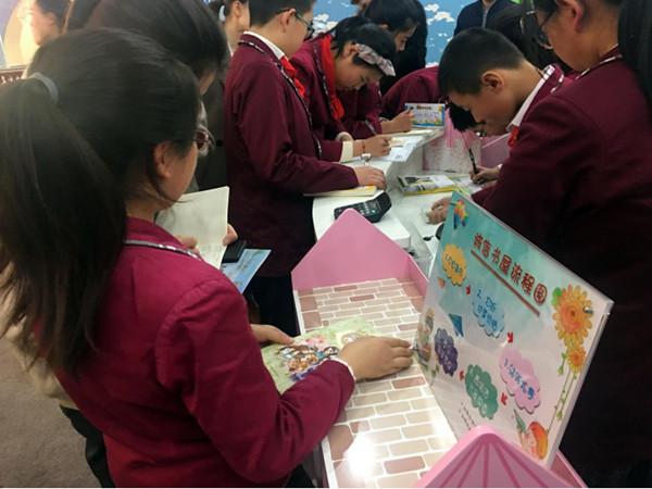 安定小学的诚信书屋 央视网张筱宇摄