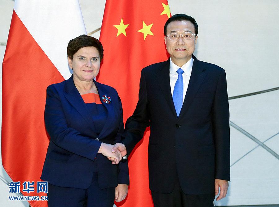 当地时间11月27日,国务院总理李克强在布达佩斯下榻饭店会见波兰总理希德沃。 新华社记者 谢环驰 摄