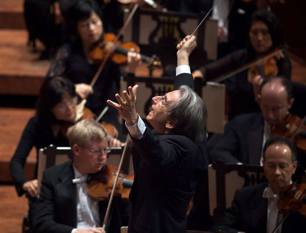 Michael Tilson Thomas conducts the San Francisco Symphon