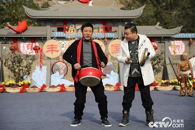 """小毕哥、刘刚""""自编三句半""""唱了啥?"""