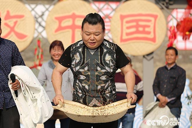 刘刚学习筛花椒为何引得全场爆笑?