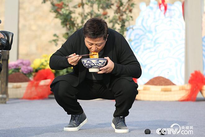 .陕西人吃面的正宗吃法为何是蹲着?