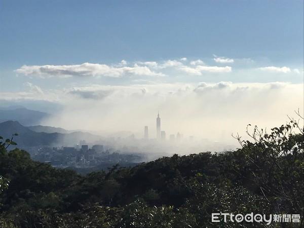 今秋最强空污,台湾北部一片雾濛濛