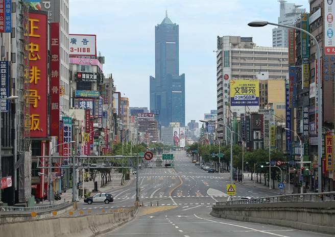 今年5月,高雄万安演习净空景象,当时该市第一高楼85大楼非常明显。