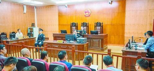 参加公众开放日的与会人员旁听了一场行政诉讼公开庭审。