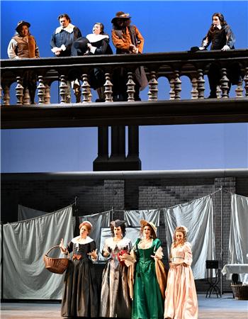 第一幕第二场,众角色完成了一段节奏复杂、旋律跳跃的九重唱