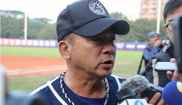 北方工业大学代表队的台湾教练江仲豪赛后接受记者采访。