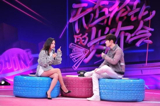 陈学冬亮相《无与伦比的发布会》宣传新片