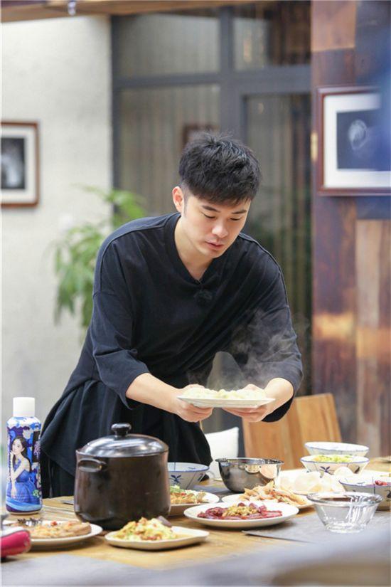 《青春旅社》王源景甜做美食欢乐多 李小璐显身手【4】