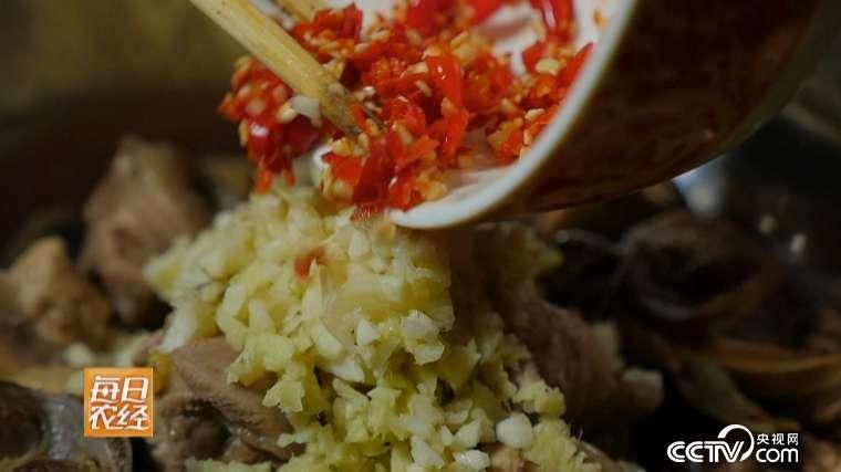 一道流传许久的家常菜 傣族柠檬鸡