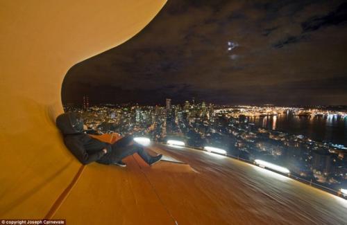 资料图:约瑟夫称从2007年至今自己已经登上并拍摄了20到50座不同城市里的高层建筑。