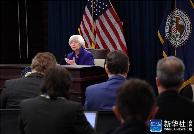 12月13日,美国联邦储备委员会主席耶伦在华盛顿举行的新闻发布会上讲话。新华社记者 殷博古 摄