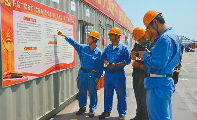 在航母工程现场,主题教育学习是常态。