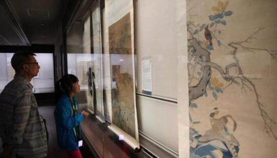 资料图:民众在台北故宫博物院内参观。