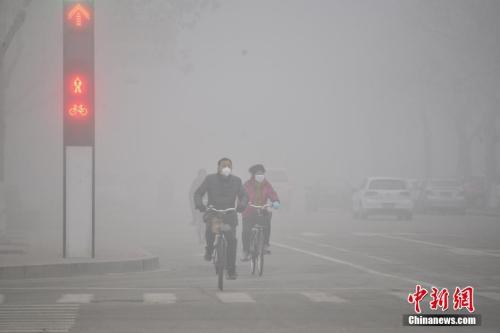 2016年2月12日,山东多地遭遇雾霾天气。
