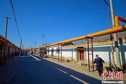 资料图:天津市西青区辛口镇郭庄子村,电代煤供暖管道通入家家户户。