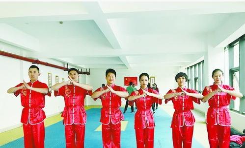 厦门体育老师参与武术操项目比拼。