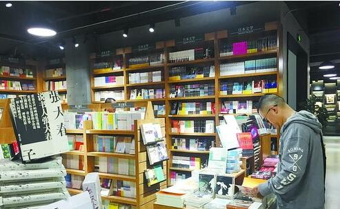 新装亮相后的新华书店中山路店内部
