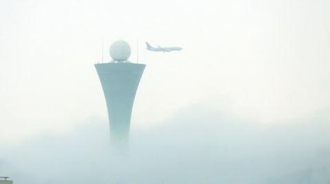 昨日,厦门迎来低温降雨和大雾天气。图为昨日上午的云雾景致