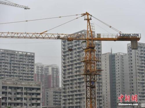 资料图:图为北京郭公庄一期正在建设中的公租房项目。中新网记者 金硕 摄