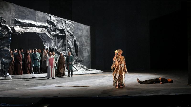 话剧《李尔王》邀请到德籍舞美设计米夏埃尔·西蒙和日籍服装设计和田惠美