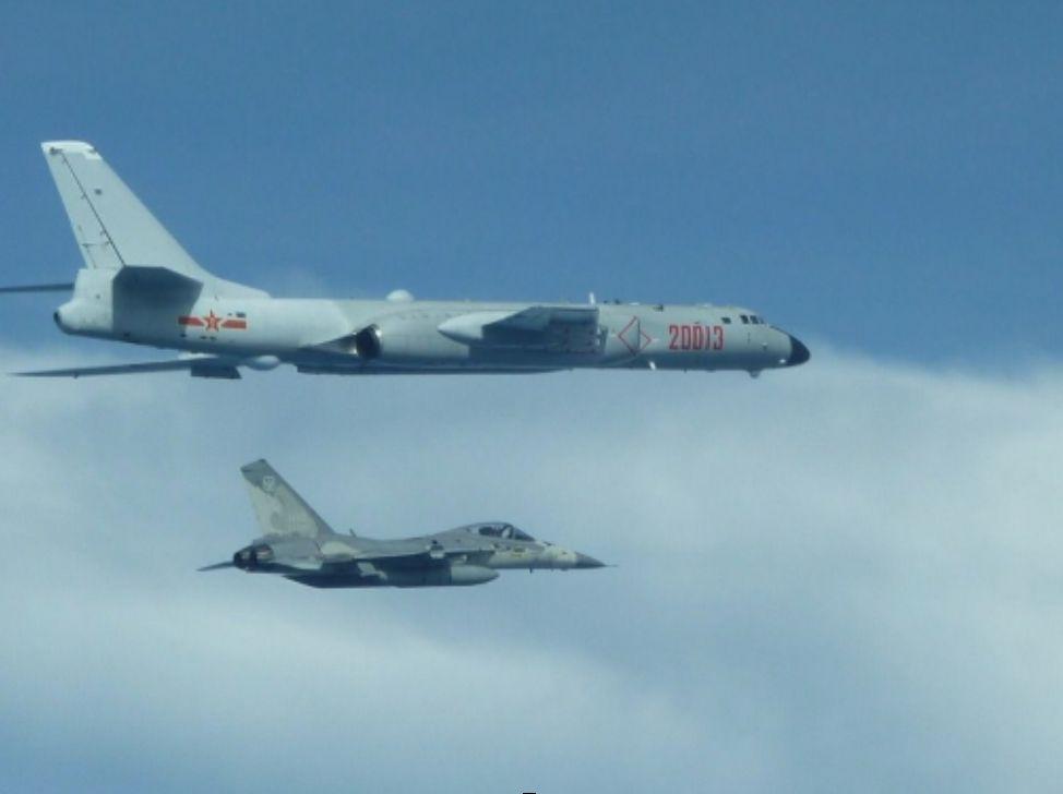 大陆军机常态化绕台,台湾当局用嘴炮怼怼怼