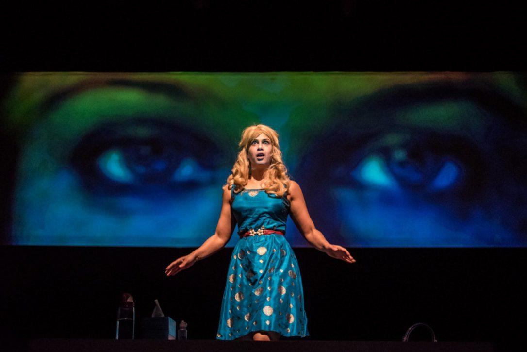 """Anita Majumdar在她的""""鱼眼""""三部曲中以独立的作品或全部的方式进行了三场个人表演"""