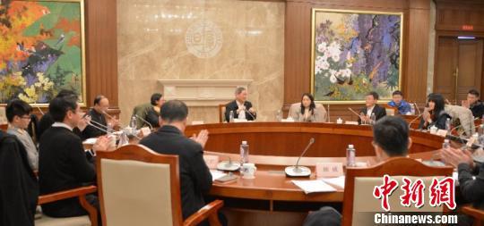 国务院台湾事务办公室主任张志军一行22日、23日在上海分别与在沪台湾文化经济界人士和台湾师生座谈。官方供图