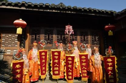 """""""春节老人""""给大家赐福"""