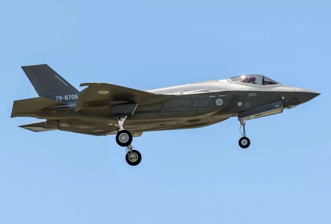 """日本F35战斗机开始部署 防卫相引发""""军备竞赛"""""""