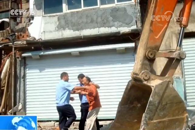 """政府违法强拆房屋 法院判定仅""""补偿""""不行,要赔偿!"""