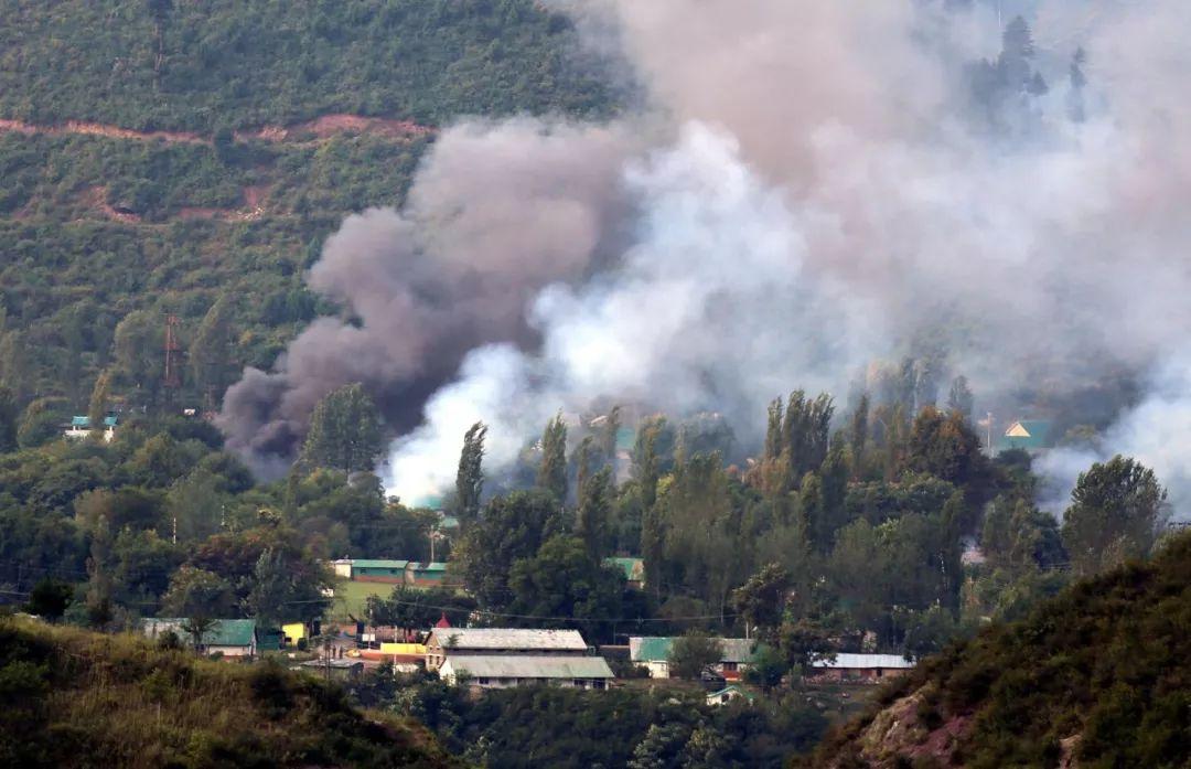 印巴冲突_印巴边境爆发武装冲突:印度咄咄逼人 却被迫撤离数万民众